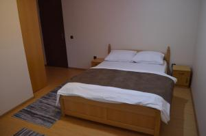 A bed or beds in a room at Transilvania Garden House