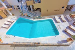 Θέα της πισίνας από το Residence Villas ή από εκεί κοντά