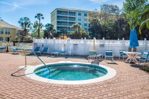 The swimming pool at or close to Barefoot'n Resort By Diamond Resorts