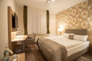 Ein Bett oder Betten in einem Zimmer der Unterkunft Hotel Fallersleber Spieker