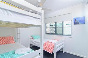 A bunk bed or bunk beds in a room at Sentosa on Tugun - Beachfront 5 Bedroom