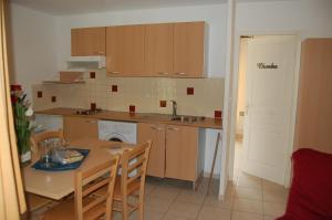 Cuisine ou kitchenette dans l'établissement Résidence Côté Sud Peypin