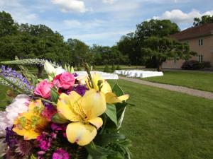 En trädgård utanför Södertuna Slott