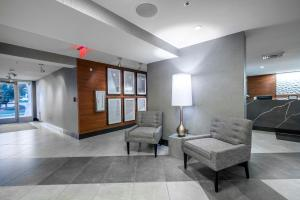 The lobby or reception area at State House Inn