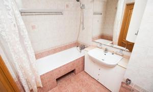 Ванная комната в Standard Brusnika Apartments Akademicheskaya