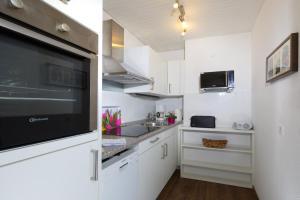 A kitchen or kitchenette at Frauenpreiß Ferienwohnungen