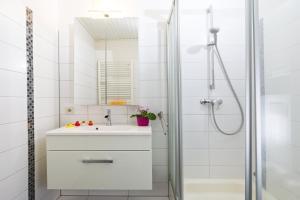 A bathroom at Frauenpreiß Ferienwohnungen