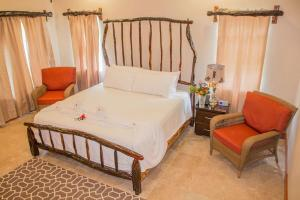 A bed or beds in a room at Black Orchid Resort