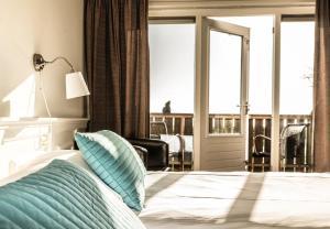 Een bed of bedden in een kamer bij Loods Hotel Vlieland