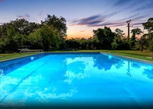 Bazén v ubytování Restaurace a penzion Hájovna nebo v jeho okolí