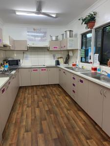 A kitchen or kitchenette at Backpackers By The Bay