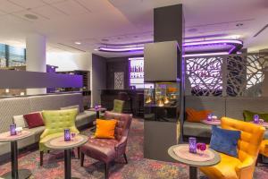 The lobby or reception area at Park Inn by Radisson Köln City West