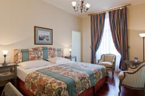 Ein Bett oder Betten in einem Zimmer der Unterkunft Hotel Angleterre & Résidence