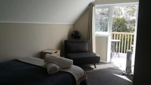 A seating area at Auckland Budget Inn