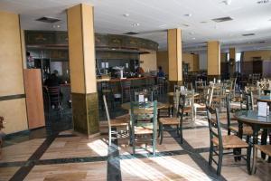 Un restaurante o sitio para comer en ELE Hotel Puerta de Monfrague