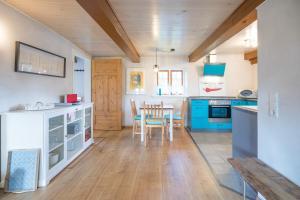 Küche/Küchenzeile in der Unterkunft Schmucke Stuuv