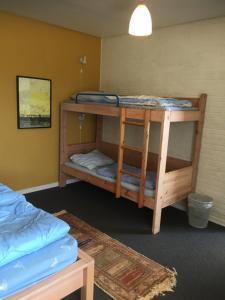 En eller flere køjesenge i et værelse på Hostel Agger