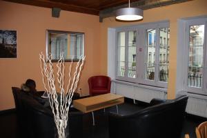 A seating area at Bern Backpackers Hotel Glocke
