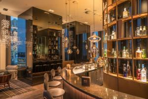 The lounge or bar area at Motel One Berlin-Upper West