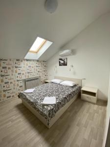 Кровать или кровати в номере Art-Hotel Centralnyi