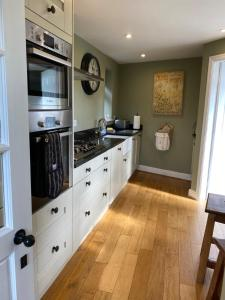 A kitchen or kitchenette at Apple Farm Holiday Cottages
