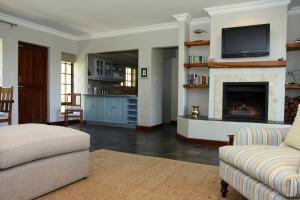 A seating area at Fynbos Ridge Country House & Cottages