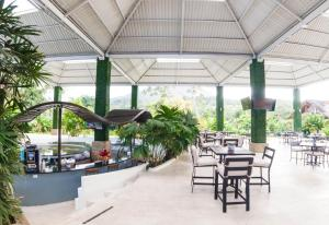 A restaurant or other place to eat at Arenal Paraiso Resort & Spa