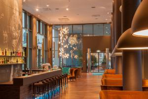 Een restaurant of ander eetgelegenheid bij Motel One Dresden am Zwinger