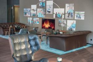 The lobby or reception area at Motel One Hamburg-Alster