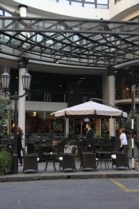 A restaurant or other place to eat at Tucuman Center Suites&Business