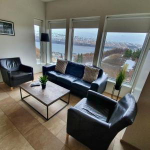 A seating area at Saeluhus Apartments & Houses