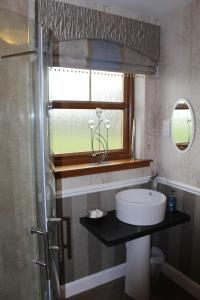 A bathroom at Valleyview House