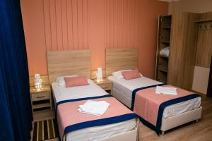 A bed or beds in a room at Inn Sedmoe nebo