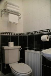 A bathroom at Gatwick House