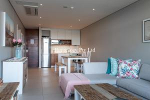 A kitchen or kitchenette at Gorgeous 1 Bed Zimbali Suites Sea View