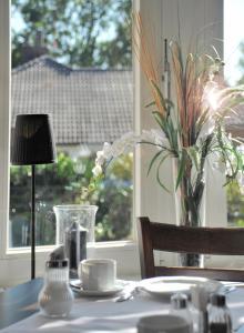 Ein Restaurant oder anderes Speiselokal in der Unterkunft Hotel und Landhaus 'Kastanie'