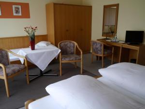 A seating area at Hotel zum Schwan