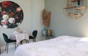 Een bed of bedden in een kamer bij Kasteel Hoekelum