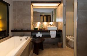 Un baño de Loi Suites Iguazu Hotel