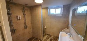 Een badkamer bij B&B Mackenzieplaats