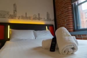 Ένα ή περισσότερα κρεβάτια σε δωμάτιο στο easyHotel Manchester