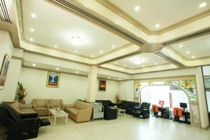 The lobby or reception area at Thumrin Hotel