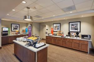 A restaurant or other place to eat at Hampton Inn & Suites Sacramento at CSUS