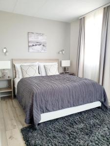 A bed or beds in a room at Hótel Fransiskus Stykkishólmi