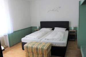 Ein Bett oder Betten in einem Zimmer der Unterkunft Hotel Ulmer Spatz