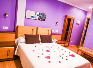 A bed or beds in a room at Hotel Spa Galatea