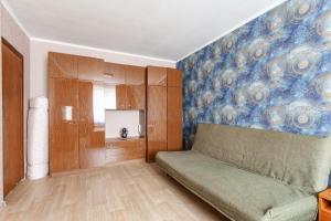 Гостиная зона в Economy Brusnika Apartment Kuzminki