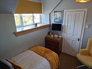 A bed or beds in a room at Drumdale Bed and Breakfast
