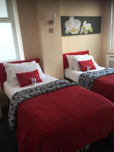 A bed or beds in a room at Aparthotel Blackpool