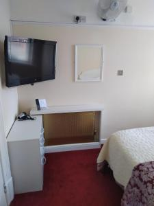 A television and/or entertainment centre at Aparthotel Blackpool